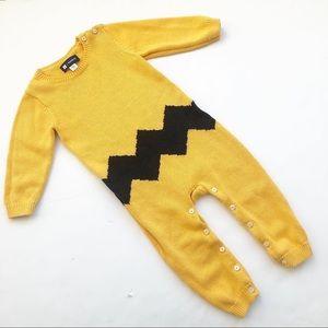 Baby Gap +peanuts Charlie Brown knit unisex onesie